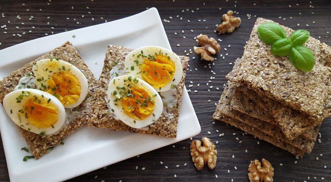 Knekkebrød med egg
